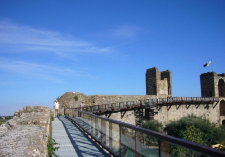 Walks on the walls of Monteriggioni
